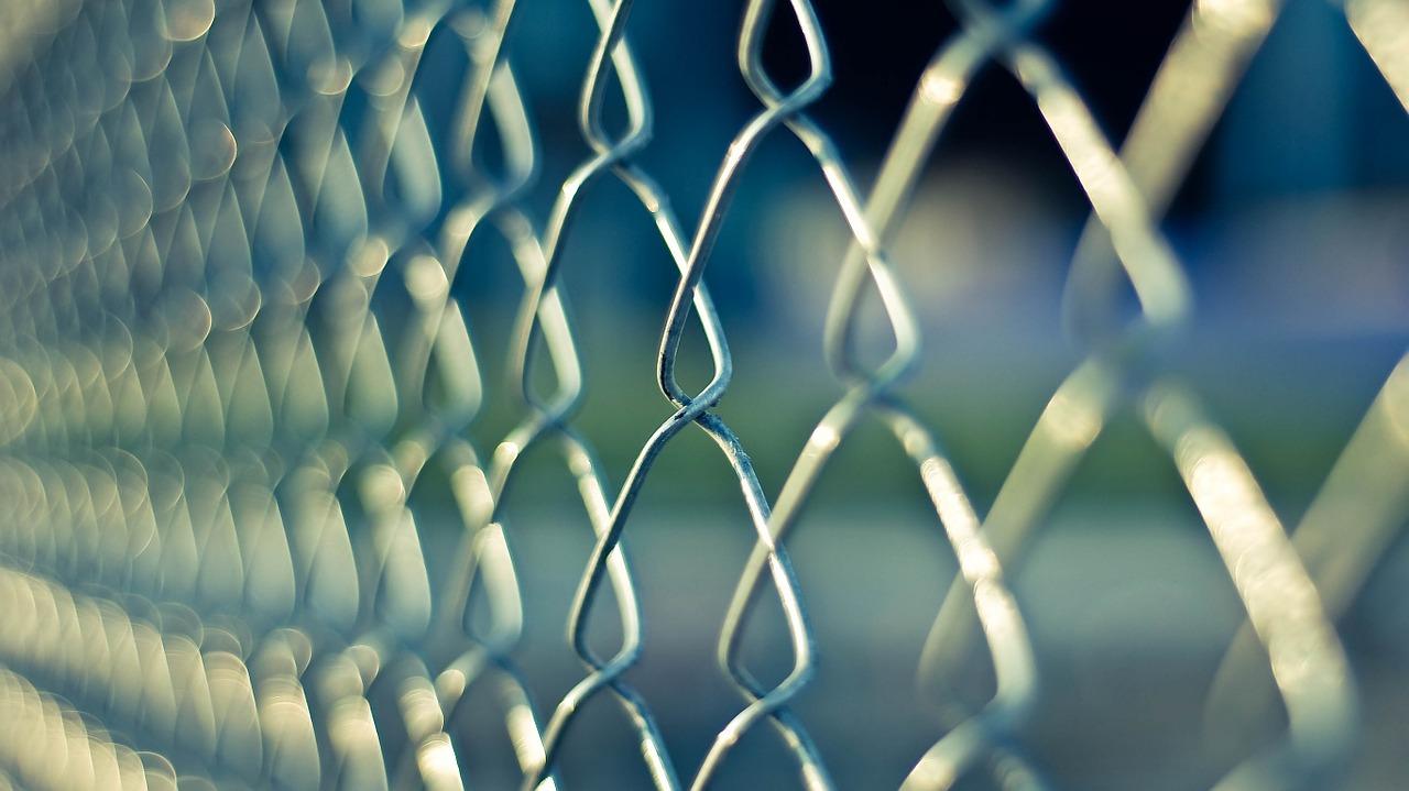 Pourquoi passer par un professionnel pour installer une clôture ?